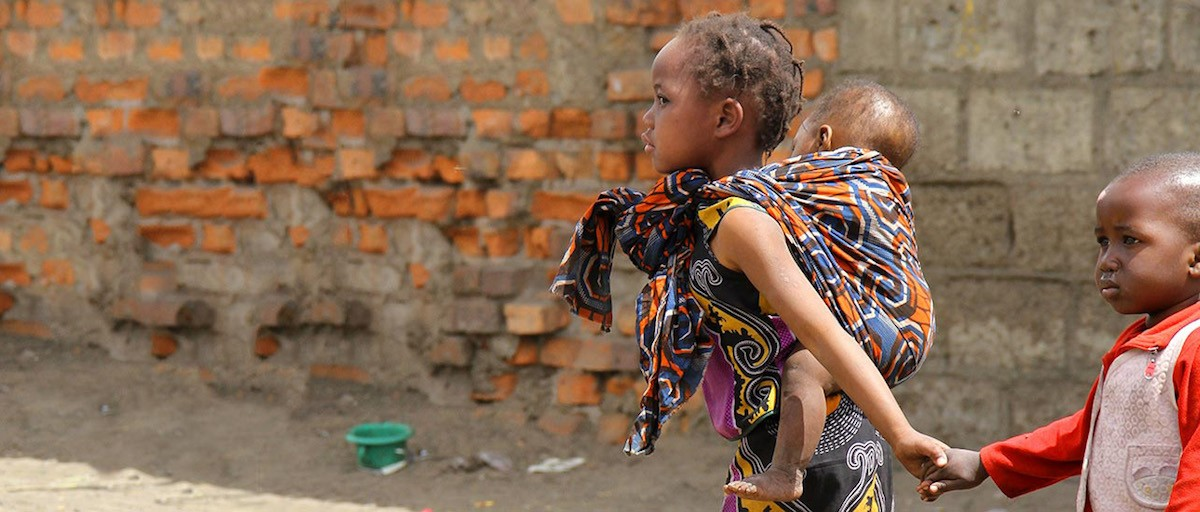 essays on hunger in africa World hunger essay every day we wake up sub-saharan africa with 214 million, and latin america and the caribbean with 37 million deprived of food.